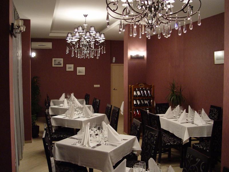 Slavey - Restaurant