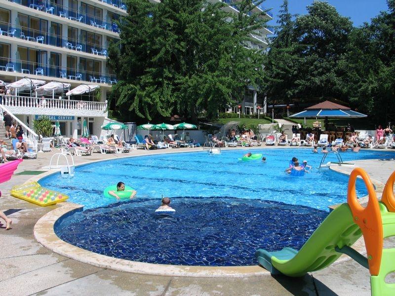 Perla - piscina exterioara