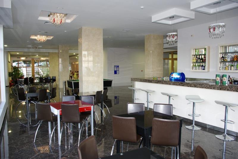 Slavey - Lobby Bar